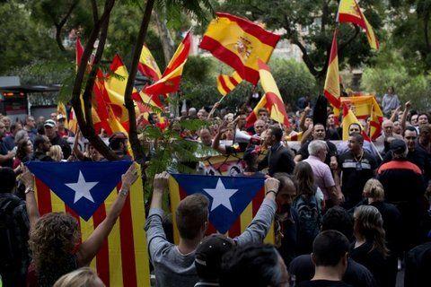 Malestar. Catalanes se movilizan para protestar contra el bloqueo del Ejecutivo central al escrutinio.