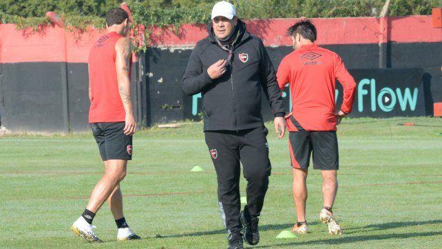 El Mono Burgos seguirá siendo técnico de Newells al menos en los dos partidos que restan de la Sudamericana.
