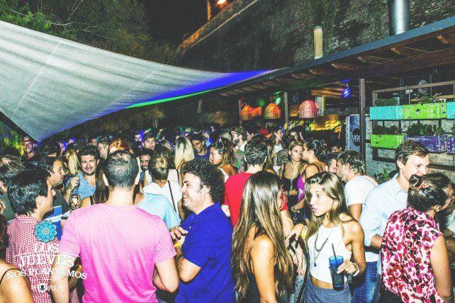 De fiesta. El resto-pub está desplegado en los 1.225 metros cuadrados del predio que cedió gratuitamente el municipio.
