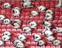 Casi dos mil personas se desnudan para promocionar la Eurocopa 2008