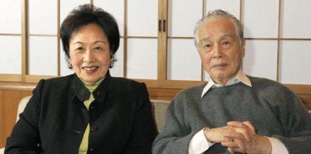 Miura y su esposa.