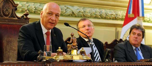 Antonio Bonfatti anunció durante la Asamblea Legislativa el inicio de consultas por la reforma.