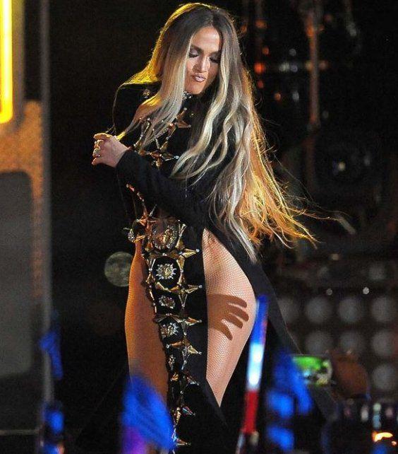 Jennifer López salió al escenario ¿sin ropa interior?