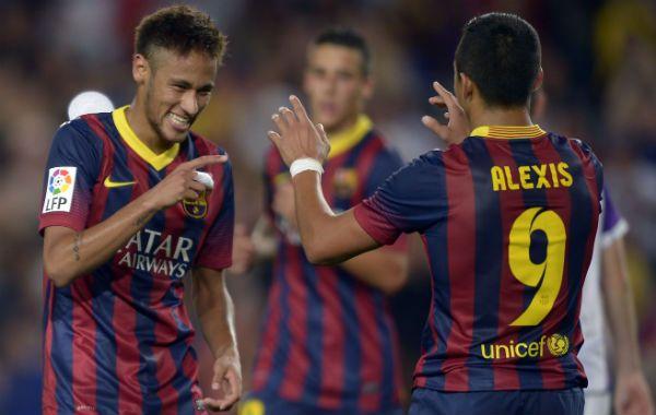 Los goleadores. Neymar y Alexis Sánchez festejan en el Camp Nou.
