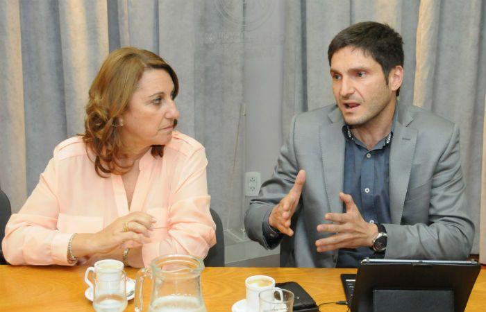 La intendenta junto al ministro de Seguridad provincial