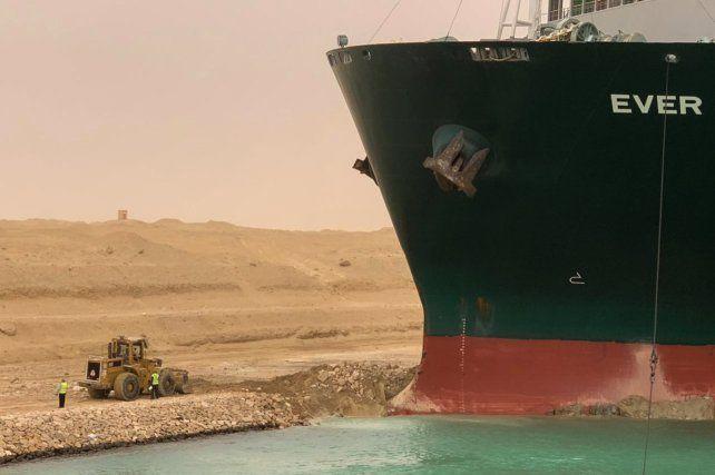 La proa del enorme buque