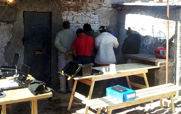 En total fueron secuestrados 325 gramos de cocaína y 950 gramos de marihuana. (foto: Gabriela Peralta/Canal 5)