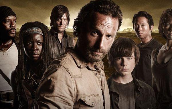 Sobrevivientes. El sherif Rick Grimes (Andrew Lincoln) está al frente de un grupo que deberá sortear un difícil encierro en un vagón para seguir con vida.