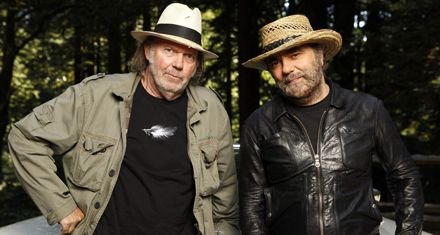 Neil Young y Daniel Lanois lanzan el álbum Le Noise (Video: Angry World)