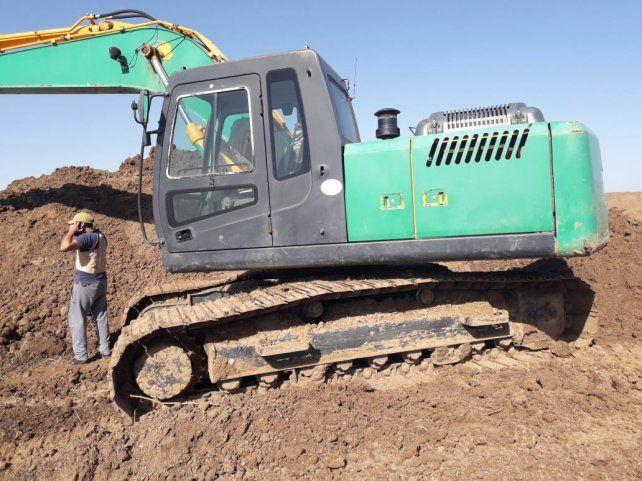 El juez de Paraná secuestró una retroexcavadora y dos tractores en terrenos del legado Deliot.