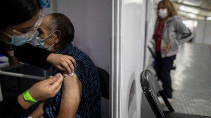 Chile ya tiene aprobadas las vacunas de Pfizer, Sinovac, Astrazeneca, Sinopharm y Cansino.