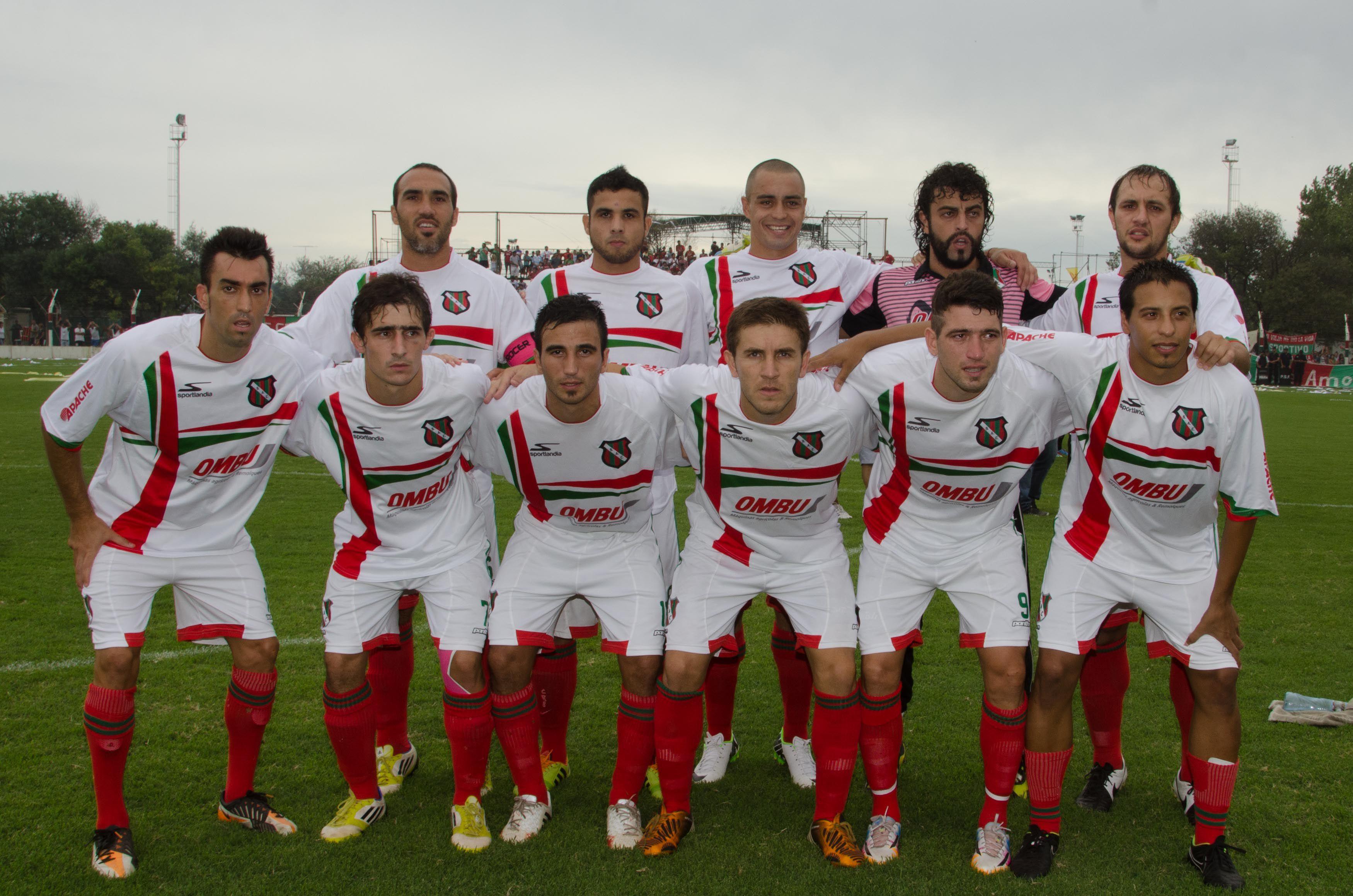 Los campeones. El equipo que le dio a Sportivo Las Parejas un ascenso muy esperado por gran parte de la ciudad.
