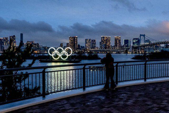 Los icónicos anillos lucen en la isla artificial de Odaiba
