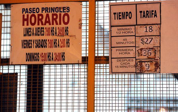 Muy caro. Por la primera hora de estacionamiento una cochera céntrica cobra 36 pesos. Desde 2010 a la fecha los aumentos son imparables. (foto: Angel Amaya)