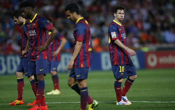 La imagen de Lionel Messi y sus compañeros lo dicen todo. Otra frustración del equipo del Tata. (Foto: Reuters)