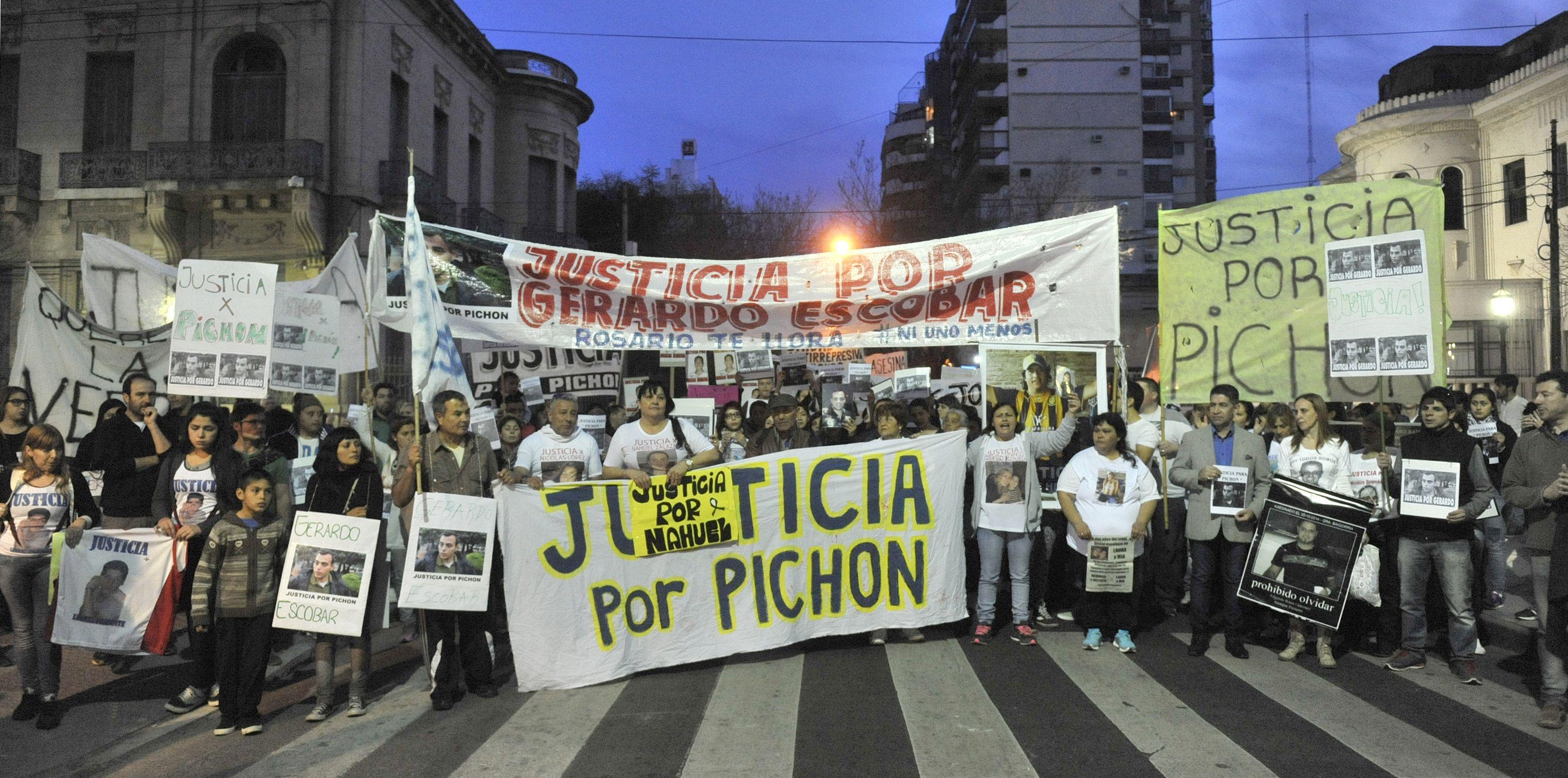 reclamo. Varias marchas pidieron justicia por la muerte de Gerardo Escobar y el cambio de fuero que ahora se concreta.