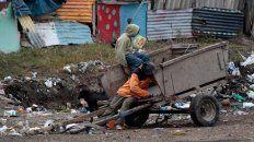 El 64,1% de los niños/as y adolescentes del país vive en hogares pobres, según la UCA.