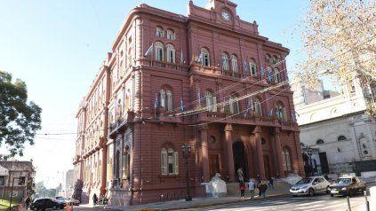 La timadora decía tener contactos con funcionarios del Palacio de los Leones.