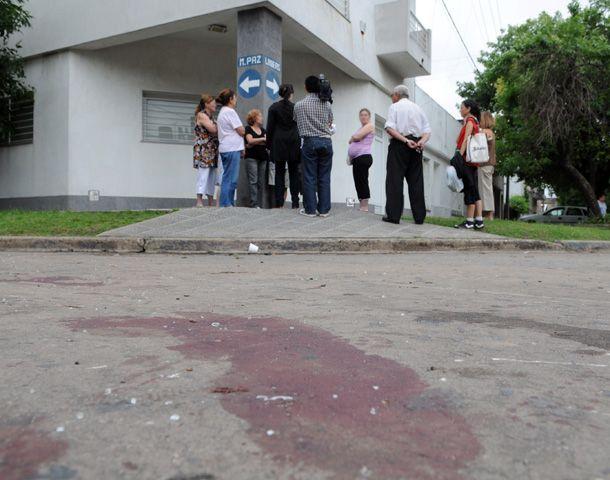El joven señalado como ladrón fue golpeado en la esquina de Marcos Paz y Liniers. (Foto: S. Toriggino)