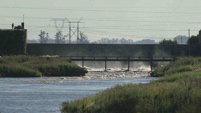 Reutemann legó a Rosario la represa retardadora de las inundaciones sobre el arroyo Ludueña.