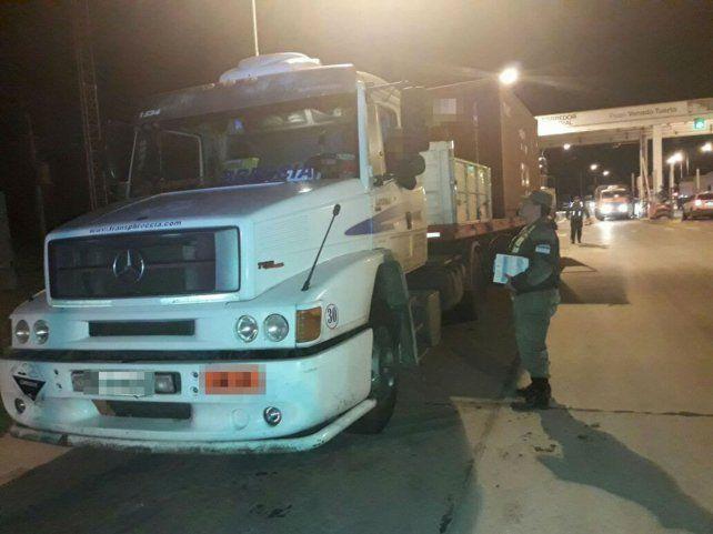 En el peaje. El camión fue detenido en la ruta 8