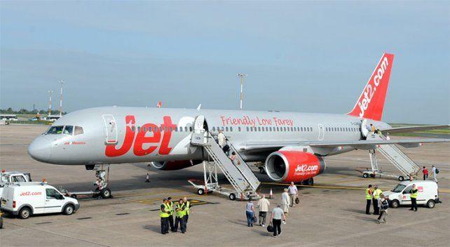 Un piloto de avión sufrió un desmayo y un pasajero colaboró con el aterrizaje de emergencia
