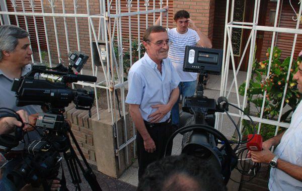 El ex jefe policial dio una conferencia de prensa en su domicilio de la capital provincial.
