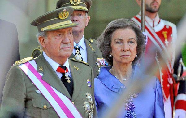¿Divorcio vicino? Juan Carlos de Borbón se habría quedado sin su esposa Sofía y ya sin su corona.