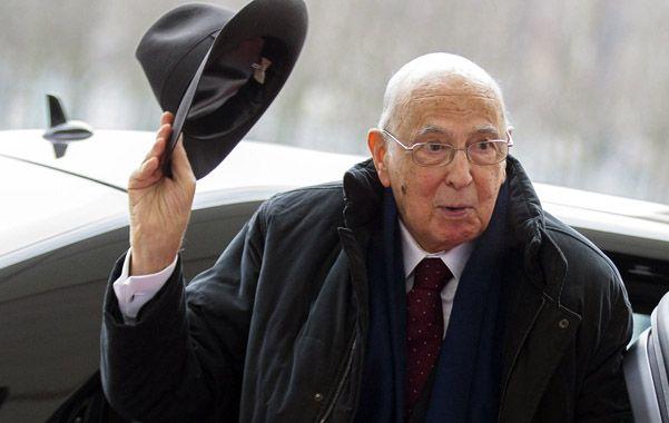 Anciano caballero. Napolitano aceptó y pidió responsabilidad a todos.