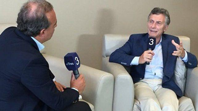 Una de las entrevistas que Roulier le realizó a Mauricio Macri en los estudios de Televisión Litoral.