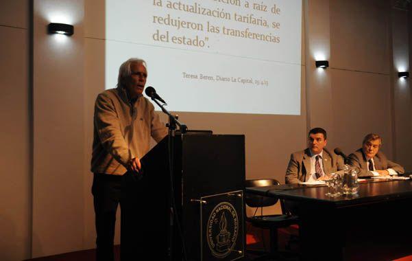 Tiene la palabra. El concejal Carlos Cossia exteriorizó el malestar provocado por la pretensión de Aguas Santafesinas. (foto: Néstor Juncos)