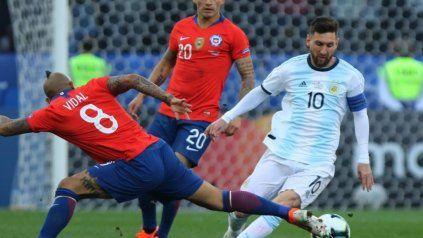 La selección argentina le gana a Chile con un golazo de Lionel Messi