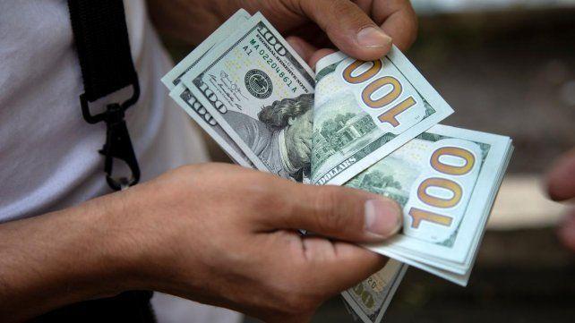 El dólar bajó por una mayor oferta del agro