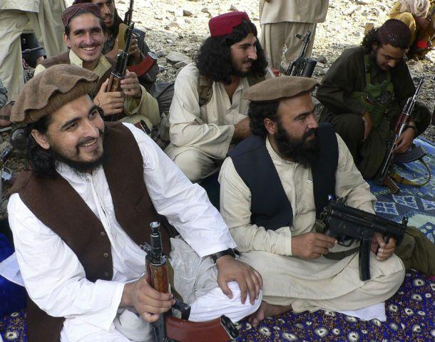 Guerra santa. Hakimullah Mehsud junto a su estado mayor en una foto de octubre de 2009.
