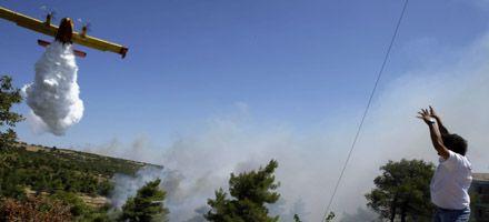 Alerta ante el marcado avance de incendios hacia la capital de Grecia