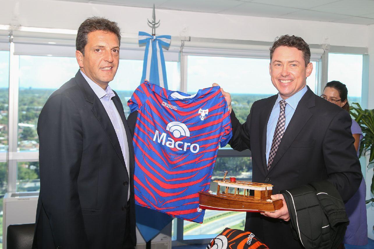 El precandidato a presidente Sergio Massa se reunió con el nuevo embajador de Estados Unidos