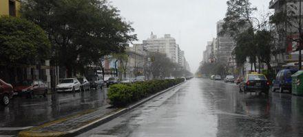 Seguirán la lluvia y el frío, en tanto persiste el alerta por fuertes vientos