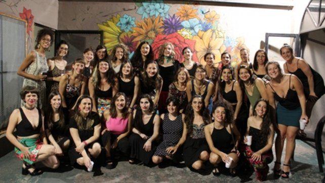 Hay equipo. El colectivo de mujeres se dedica a impulsar el tango local con artistas de la ciudad.