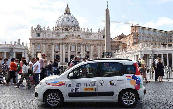 Familiar. El Panda es un auto de baja gama muy querido por los italianos y que Francisco utilizó al visitar Asís.