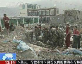 Sismo en China arrojó como saldo al menos 400 muertos y 10 mil heridos