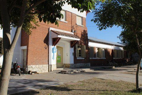 Escenario. La Escuela de Oliveros donde se han reiterados los hechos de violencia contra Tiziano. Hoy habrá una jornada junto al Ministerio de Educación.