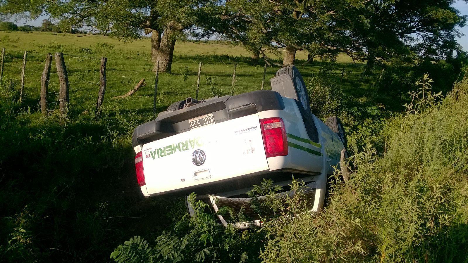 La camioneta en la que escapaban esta madrugada terminó volcada en un zanjón. Ese fue el principio del final. (Foto: DyN)