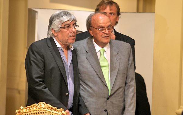 Extraña pareja. Moyano y De Mendiguren volvieron a cruzar declaraciones de cara las paritarias 2013.