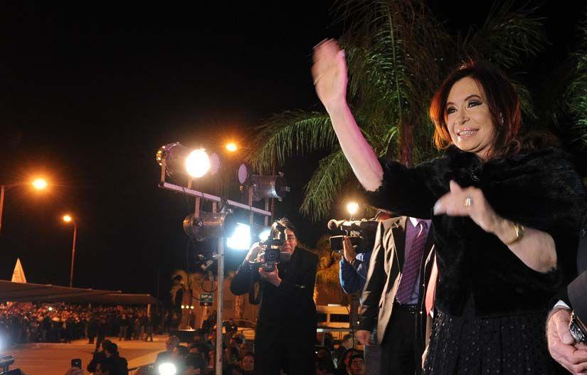 Cristina le cantó esta medianoche el cumpleaños feliz a la ciudad de Santiago del Estero. (Foto: Télam)