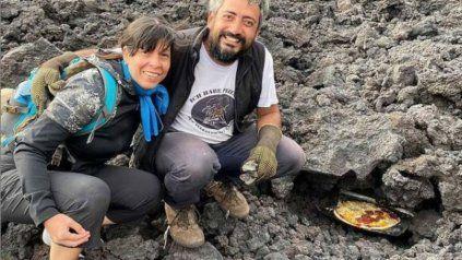 Las pizzas cocinadas en lava de volcán, la nueva tendencia viral