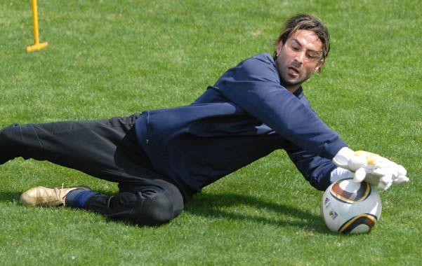 Se le tiró a los pies. El hoy arquero de Atlético Tucumán habló de lo que vivió con Riquelme cuando jugó en Boca.