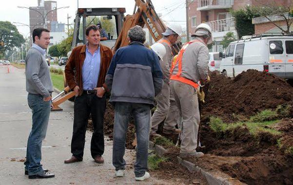 In situ. Raimundo supervisó los trabajos en bulevar Sargento Cabral.
