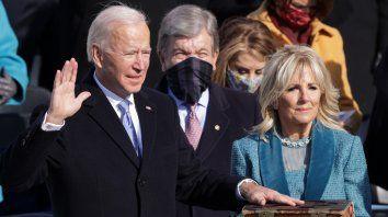 EEUU: Joe Biden juró hoy como el flamante presidente de Estados Unidos ante el titular de la Corte Suprema del país, John Roberts, y asumió formalmente a los 78 años el Poder Ejecutivo durante los próximos cuatro años.
