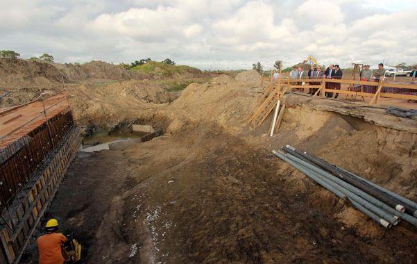 Beneficio para santafesinos. Las obras elevan los niveles de protección sobre el cordón oeste y sur de la capital provincial.