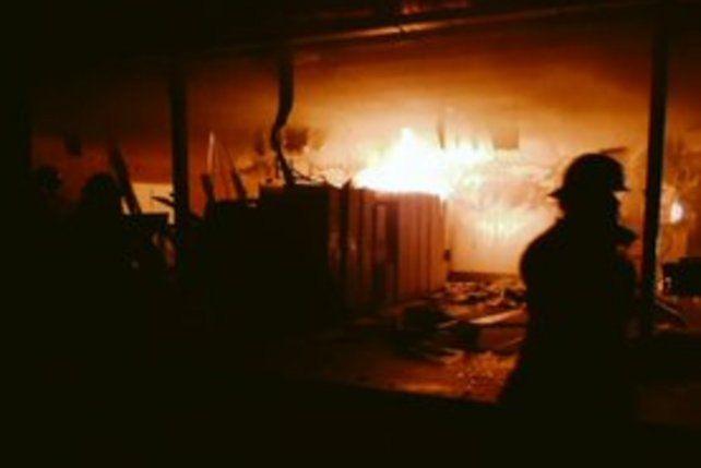 Un voraz incendio se desató en una empresa avícola ubicada en la zona oeste de Rosario